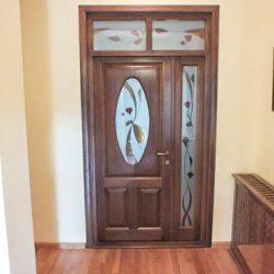 Ușă interior cu geam colorat
