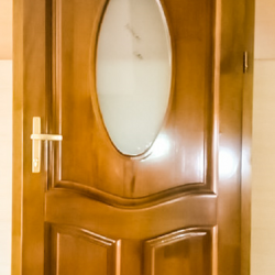 Usa interior cu geam simplu