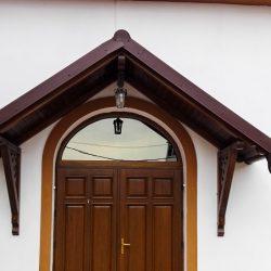 Ușă exterior cu copertină