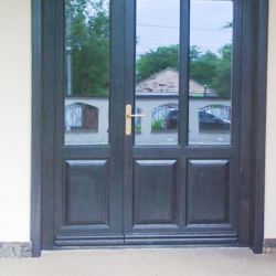 Ușă exterior cu geam tripan